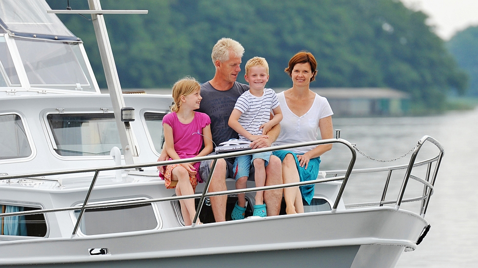 yachtcharter und hausbootferien r mer mecklenburgische seenplatte. Black Bedroom Furniture Sets. Home Design Ideas