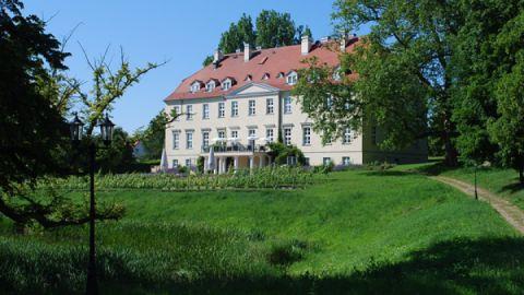 Aussenansicht Schloss Rattey