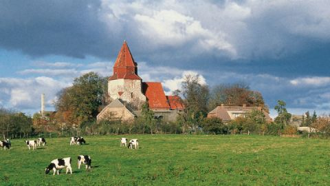 Alte Dorfkirche in der Mecklenburgischen Schweiz
