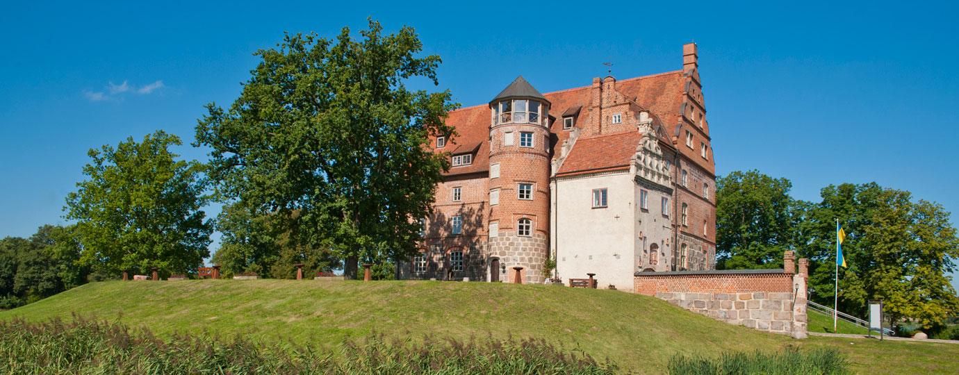 Schloss und Gut Ulrichshusen