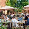 Pizza Landvergnügen auf der Terrasse der Weinschänke Kraatz
