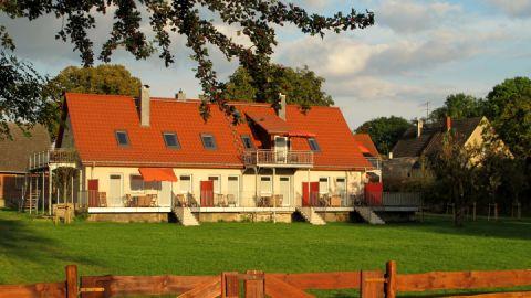 Polly Ferienhof - moderne Ferienwohnungen am See
