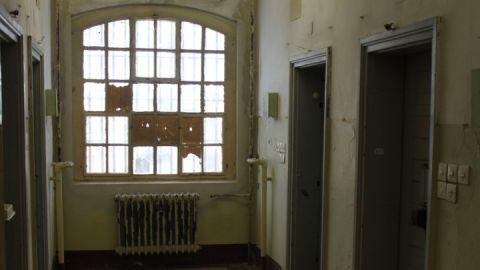 Blick in die Haftzellen der Stasi-Haftanstalt Neustrelitz