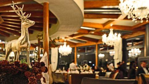 Stilvoll Köstlichkeiten genießen im Restaurant des Rosendomizils.