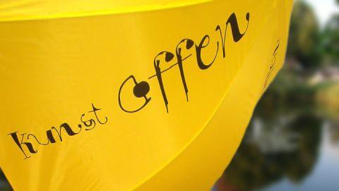 Die gelben Schirme zeigen an, wo Künstler ihre Ateliers für Sie öffenen