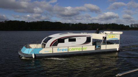 Ungewöhnlicher Ausflug mit Wohnwagen auf den Großen Priepertsee