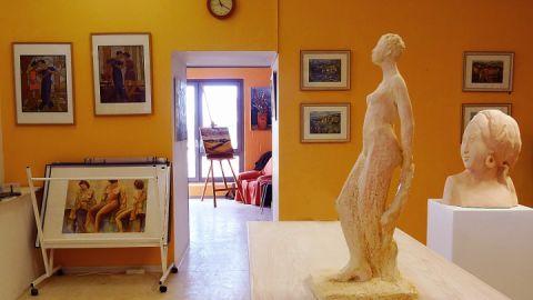 Galerie und Atelier liegen nebeneinander
