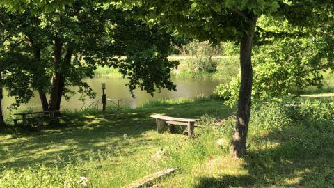 Der Mühlenteich (südliches Ende des Brohmer Stausees) direkt am Platz