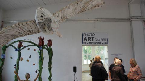 Ein neuer Treffpunkt direkt am Tollense-See ist die Photo-Galerie Halle 9