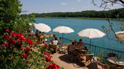 Restaurant mit Seeterrasse