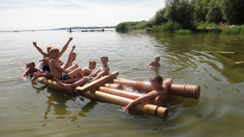Floßbau mit Seeerprobung und baden im Kummerower See