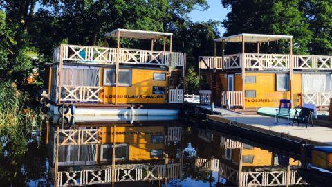 Schwimmende Bootshäuser