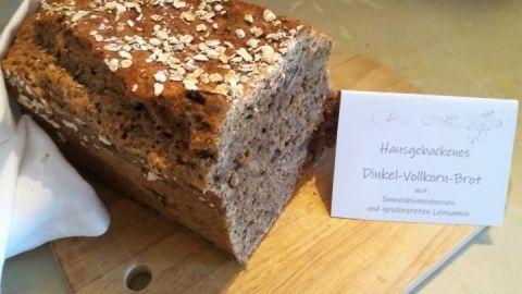 Hausgebackenes Brot zum Frühstück