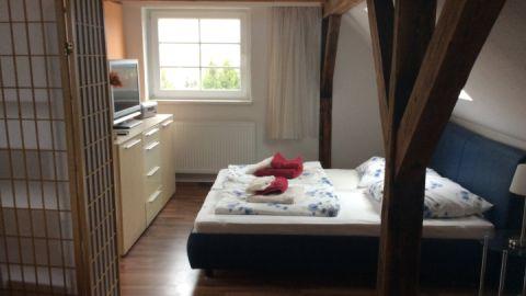 Das Schlafzimmer der Ferienwohnung im Obergeschoss