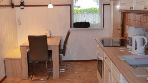 Die Küche ist modern ausgestattet