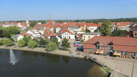 Blick auf die Stadtmühle und den Mühlenteich