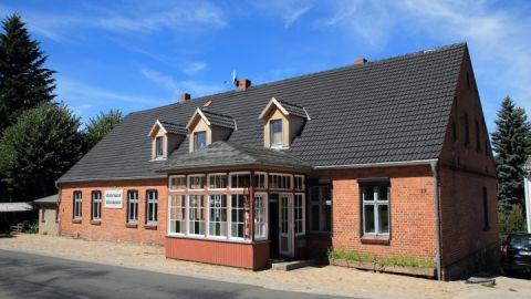 Das Kunsthaus in Koldenhof liegt direkt an der Ortsdurchfahrt