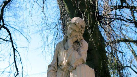 Grabmal von Frieda Glantz auf dem Kirchhof in Kirch Poppentin