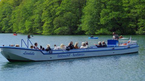 """Unser Elekrofahrgastschiff """"Lisabelle"""" auf dem Schmalen Luzin"""
