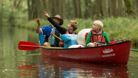 Kanu Klassenfahrten mit Naturerlebnissen in der Seenplatte Mecklenburgs.