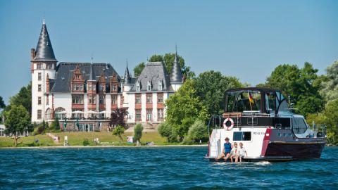 Hausboot am Schloss Klink