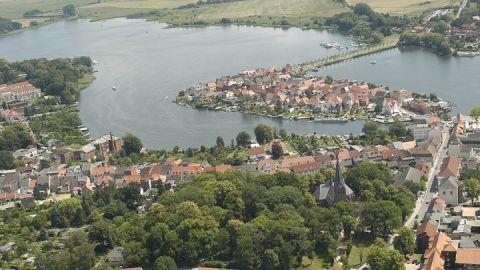 Luftaufnahme vonn der Inselstadt Malchow