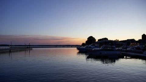 Abendstunden im Stadthafen an der Müritz