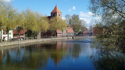 Mühlenteich mit Stadtmühle und Kirche