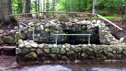 Natursteinkneippbecken am Haussee