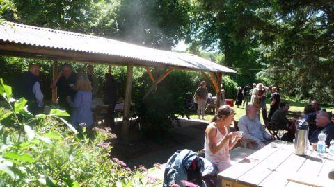 Bei schönem Wetter finden die Veranstaltungen auch im Freien statt