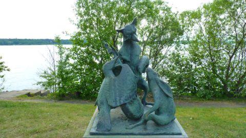 Lütt Matten, de Has - Skulptur von Walther Preik