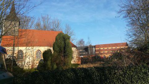 Kirche und Speicher Hohenbüssow/Tollensetal