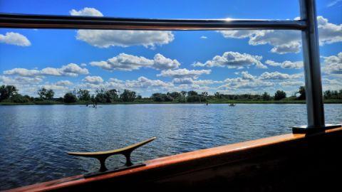 Barkassenrundfahrt mit Blick auf den Teterower See