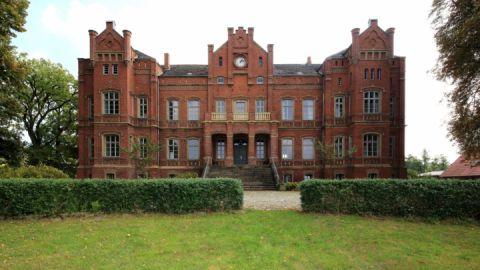 Schloss_Alt_Sammit_Zufahrtsansicht