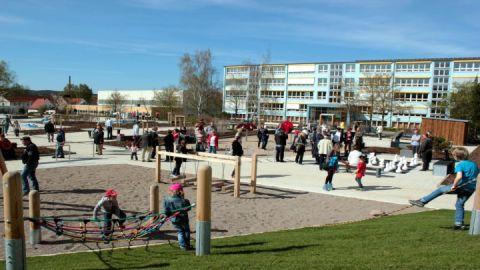 Mehrgenerationen-Spielplatz