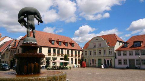 Blick vom Hechtbrunnen auf den Marktplatz