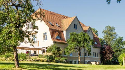 Gartenansicht mit Terrasse - Gutshaus Barkow