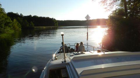 Kanalfahrt - Le Boat Hausboote