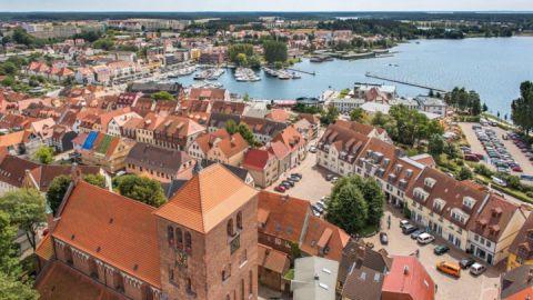 Luftaufnahme Kleines Meer zwischen Altstadt und Müritz
