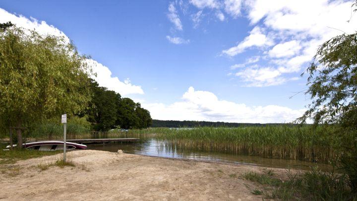 ... und der Sprung in das klare Wasser ist direkt am Campingplatz möglich