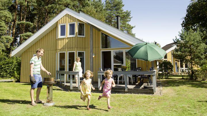 Skandinavische Ferienhäuser bis 12 Personen - mit Terrasse und Garten.