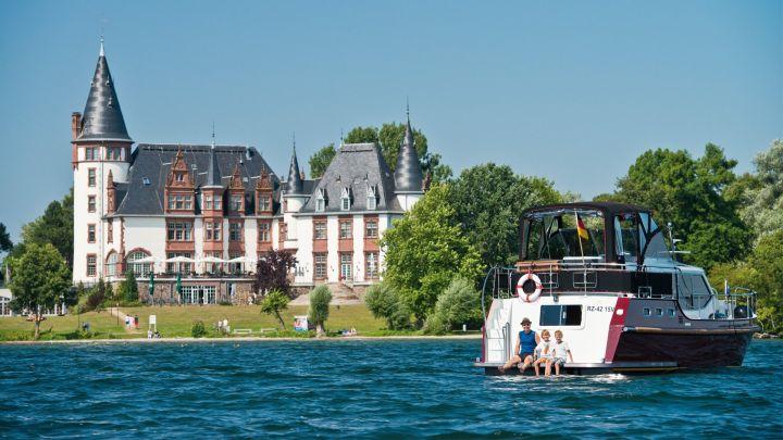 Schloss Klink - Yachtcharter Schulz