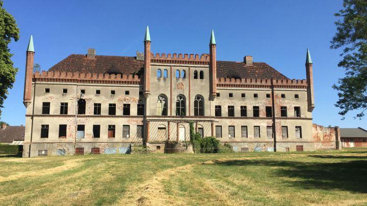 Schloss und Gutsanlage Broock