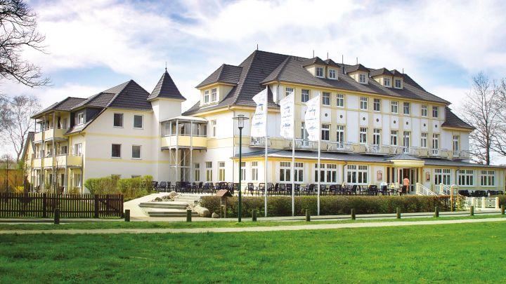 Frontansicht, Strandhotel Plau am See